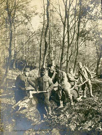 Favágó katonák valahol az orosz fronton Galíciában