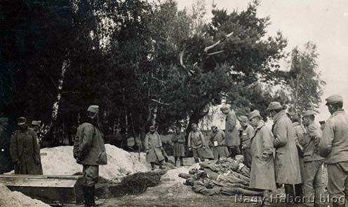 Temetésre váró halottak Volhíniában 1916-ban