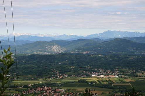 A Vipava (Wippach) folyó völgye napjainkban, előtérben Renče (Ranziano)