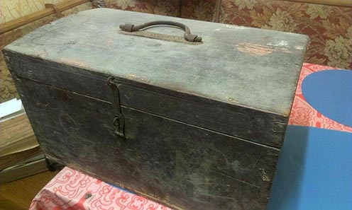 Csirmaz István katonaládája, amit 1918-ban, a hadifogságból hazafelé jövet vásárolt bizonyos Szatmári Mihálytól