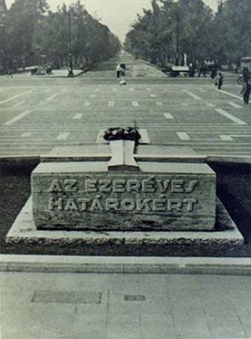 Az első Hősök Emlékköve