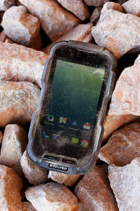 evolveo-strongphone-d2-outdoor-3.jpg