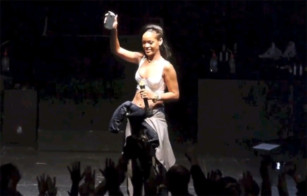 Rihanna-HTC-One-X+.jpg