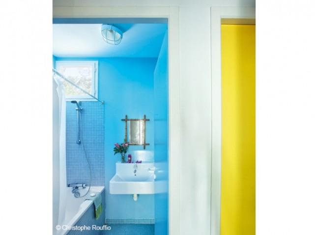 Salledebains-bleue_w641h478.jpg