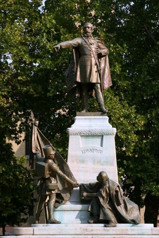 A ceglédi szobor ma
