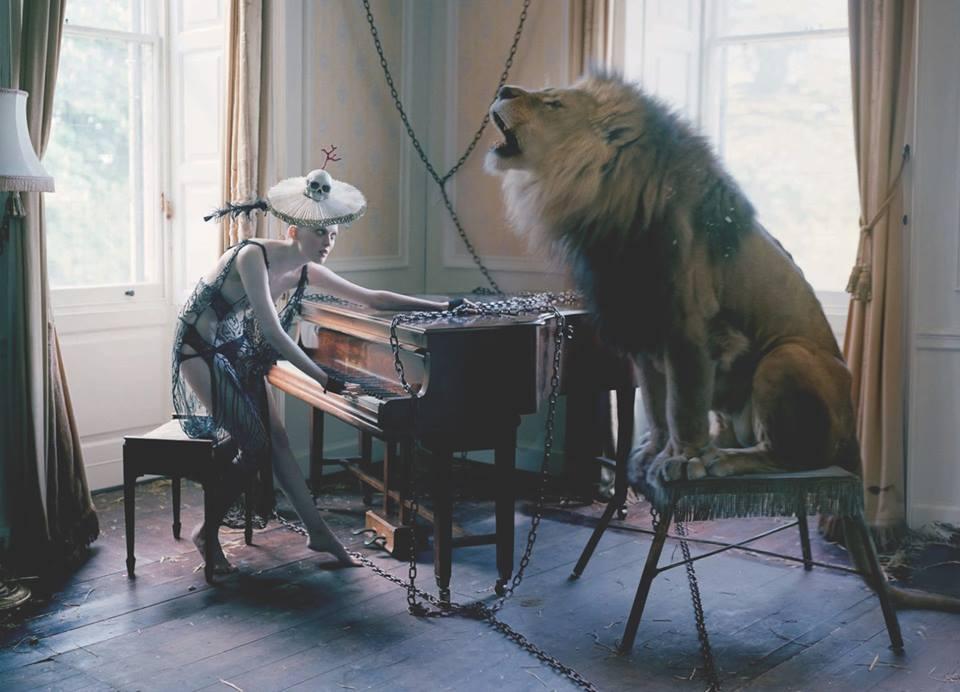 oroszlán énekel.jpg