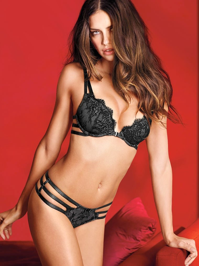 760x1013xvictorias-secret-valentines-day17.jpg.pagespeed.ic.hNvcN1hH-L.jpg