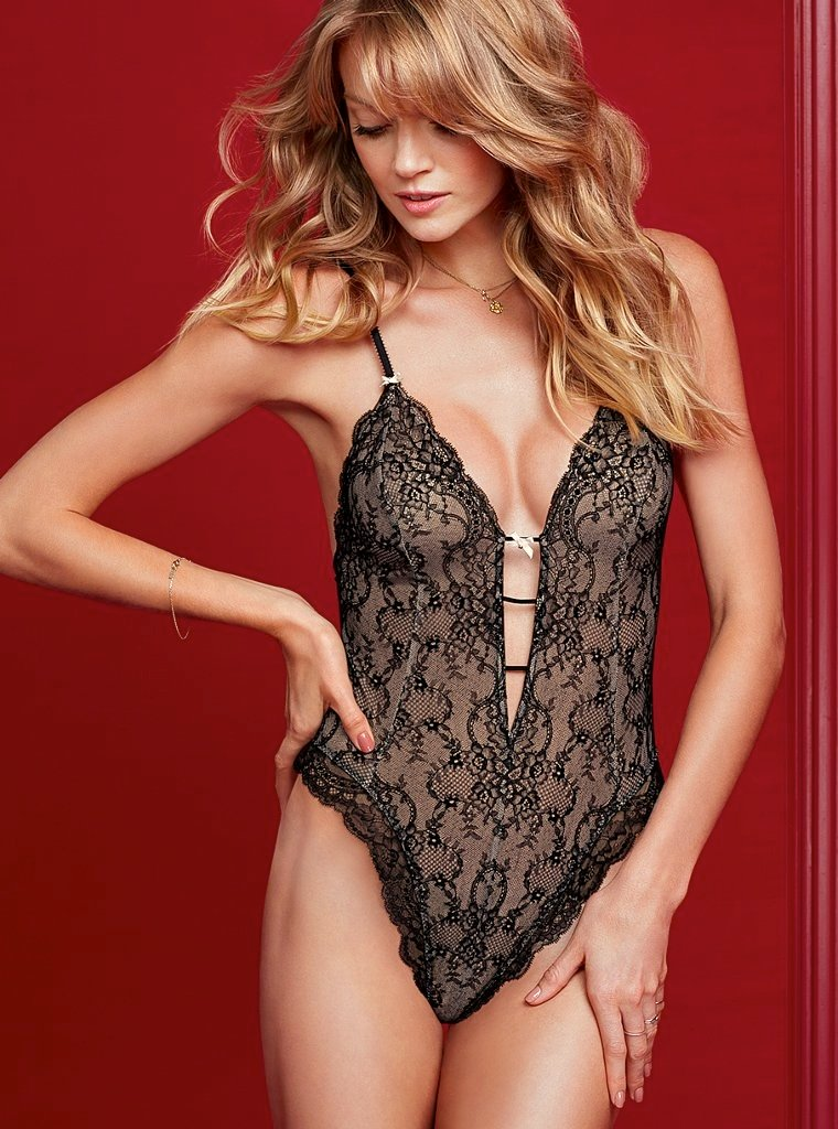 760x1024xvictorias-secret-valentines-day23.jpg.pagespeed.ic.ayuL1KgVfb.jpg