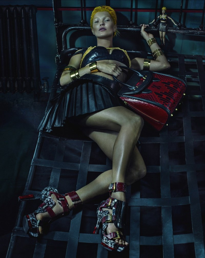 800x1006xalexander-mcqueen-spring-summer-2014-campaign-kate-moss-photos-0007.jpg.pagespeed.ic.-wD-A4zNkM.jpg