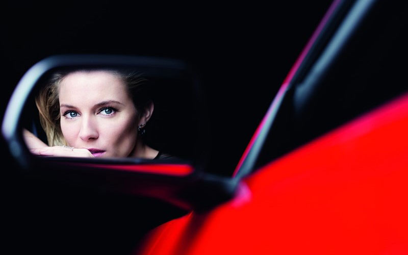 800x500xsienna-miller-ford-mustang3.jpg.pagespeed.ic.rE3W8B4jTY.jpg
