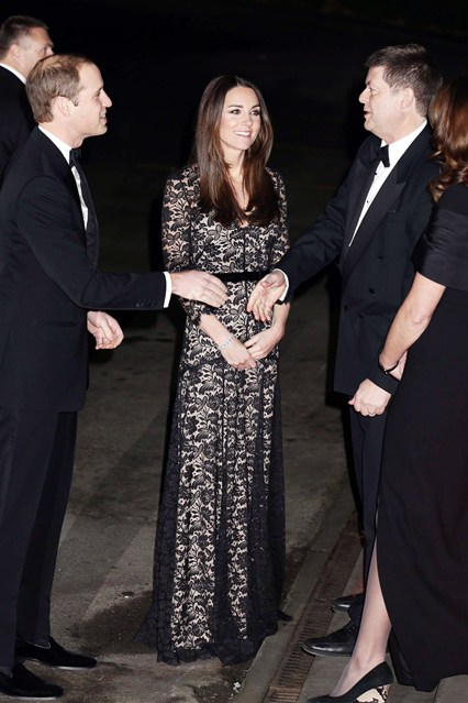 Duchess-of-Cambridge-Vogue-12Dec13-PA_b_426x639_1.jpg