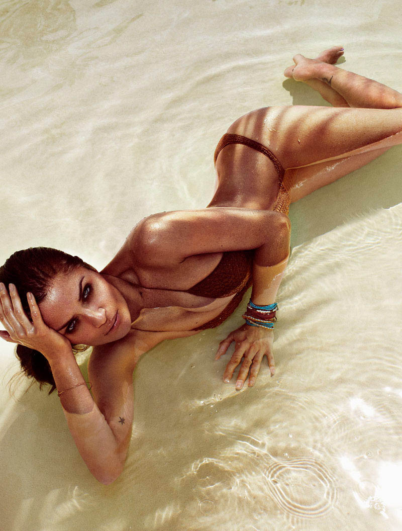 HELENA_CHRISTENSEN_by_Xavi_Gordo_08.jpg