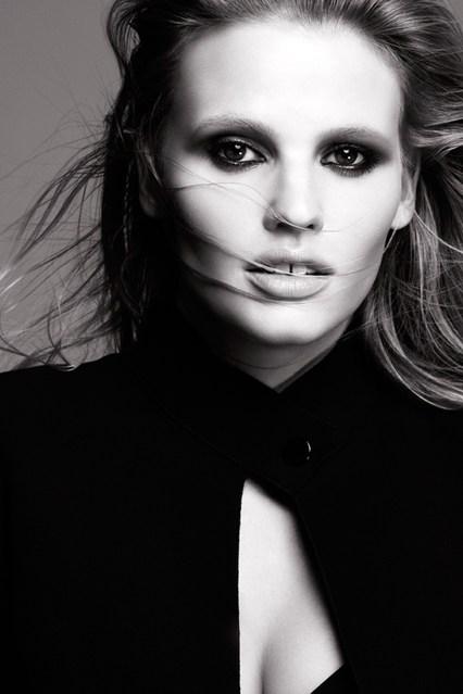 Lara-Stone-Vogue-14Oct13-Courtesy-of-LOreal-Paris_b_426x639.jpg