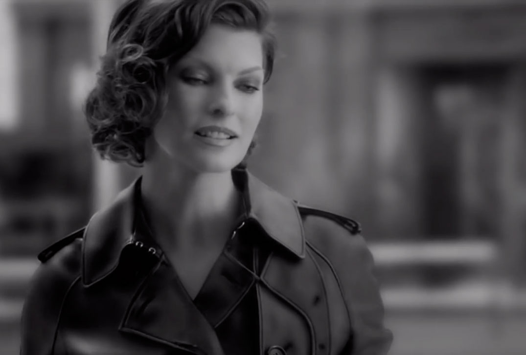 Linda-Evangelista-for-the-new-Loewe-Aura-fragrance-film.jpg