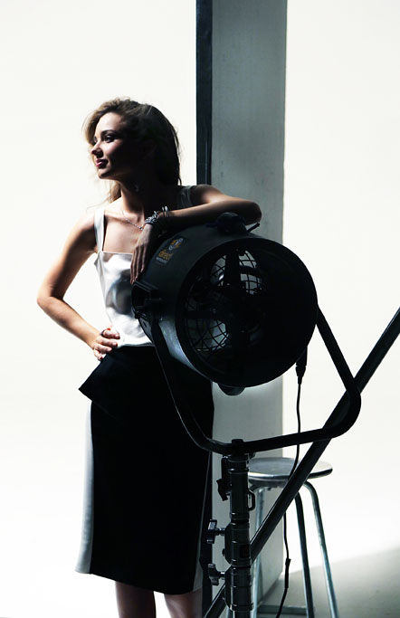 Miranda_Kerr_Swarovski_Campaign_BTS_01_1.jpg