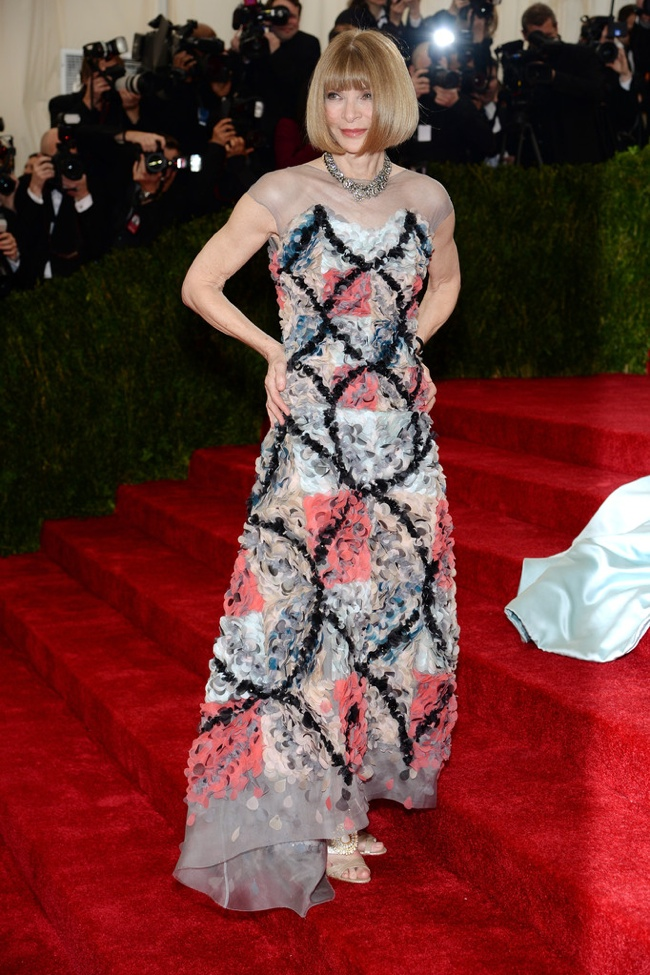 anna-wintour-chanel-couture-met-gala.jpg