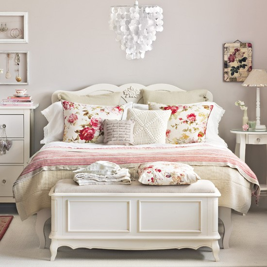 bedroom--country-floral--Ideal-Home.jpg