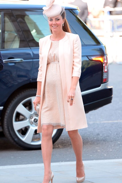 duchess-cambridge-vogue-4jun13-rex_b_426x639_1.jpg