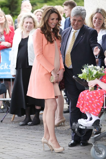duchess-of-cambridge-vogue-1-29apr13-rex_b_426x639_1.jpg