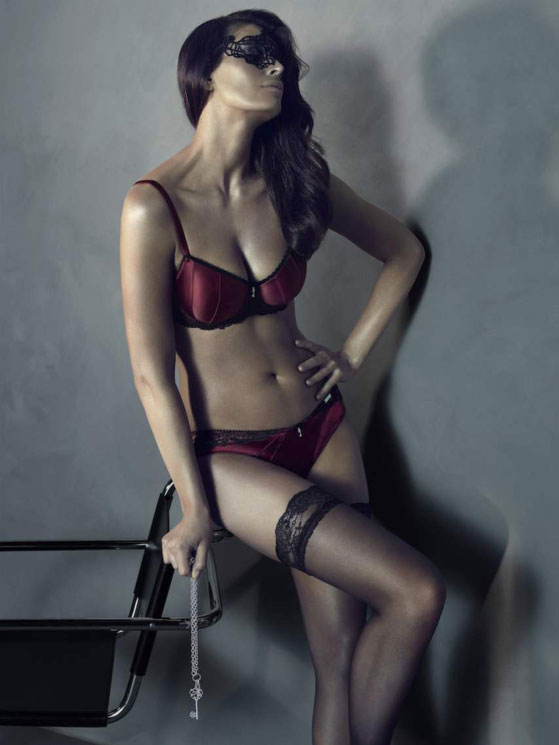 fifty-shades-grey-lingerie3.jpg.pagespeed.ce.MluhHE5s8L.jpg