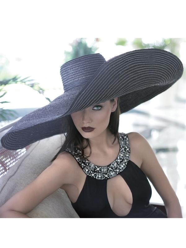 kalapos nyaralós2.jpg