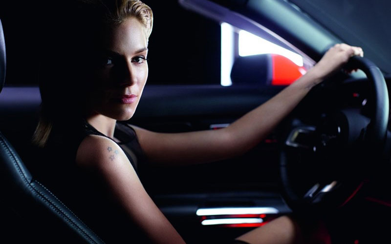 sienna-miller-ford-mustang1.jpg.pagespeed.ce.5RQOfXncgJ.jpg