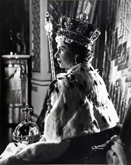 QUEEN-ELIZABETH-II-CORONATION-PORTRAIT-2-JUNE-1953-II-1-C0060.jpg