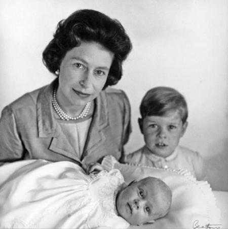 QUEEN-ELIZABETH-II-WITH-PRINCE-ANDREW-AND-PRINCE-EDWARD-MAY-1964-2-C0054 (1).jpg