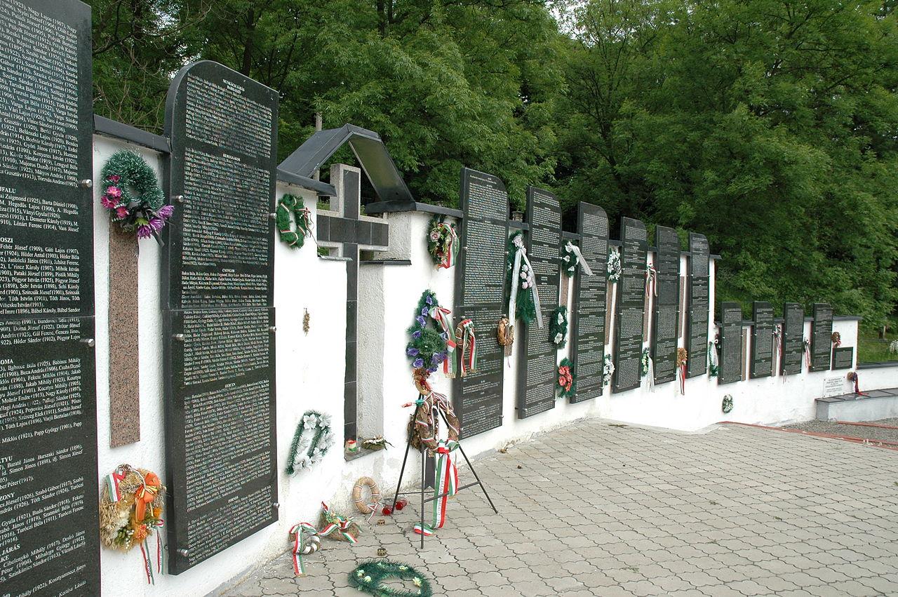 1280px-Svaliava_Memorial_park_01.jpg