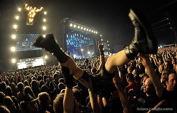 metal crowd tizano.jpg