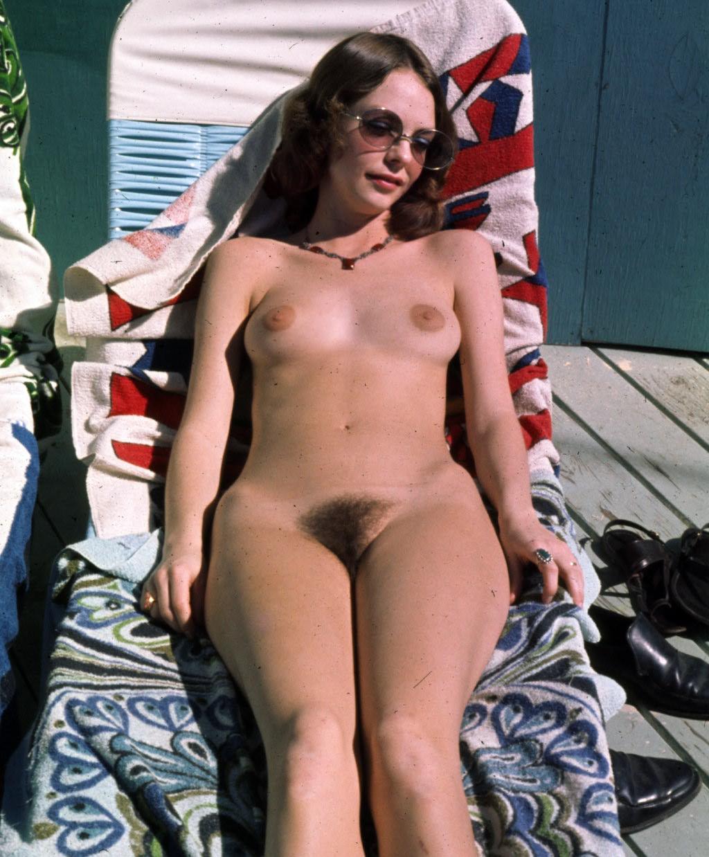 nebritie-nudistki-foto