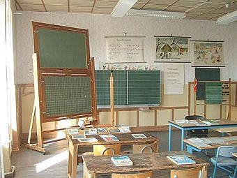 340px-Klassenzimmer1930.jpg