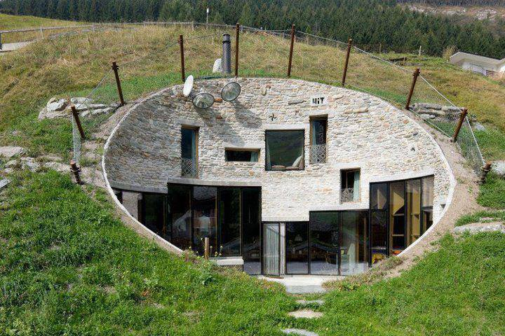 Strange-Underground-House-in-Switzerland.jpg