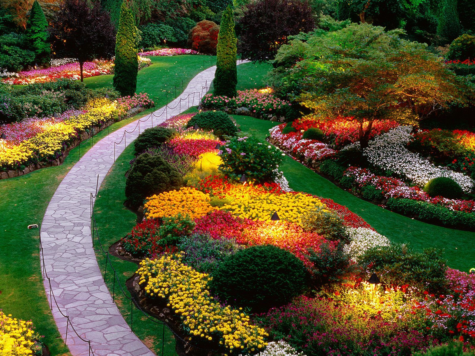 Butchart-Gardens-Victoria-Canada.jpg