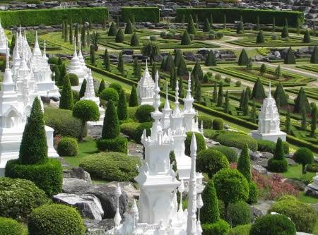 Nong-Nooch-Garden-pattaya-2.jpg