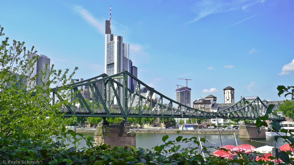 frankfurt iron bridge.jpg