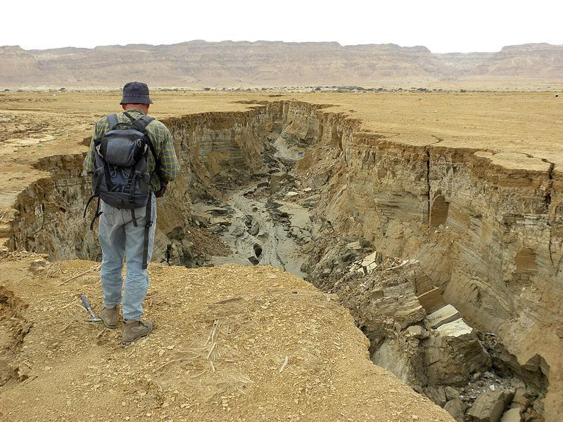 800px-Dead_Sea_Coastal_Erosion_March_2012.jpg