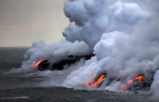 lava_ocean_water_steam_shutterstock_q_49522.jpg