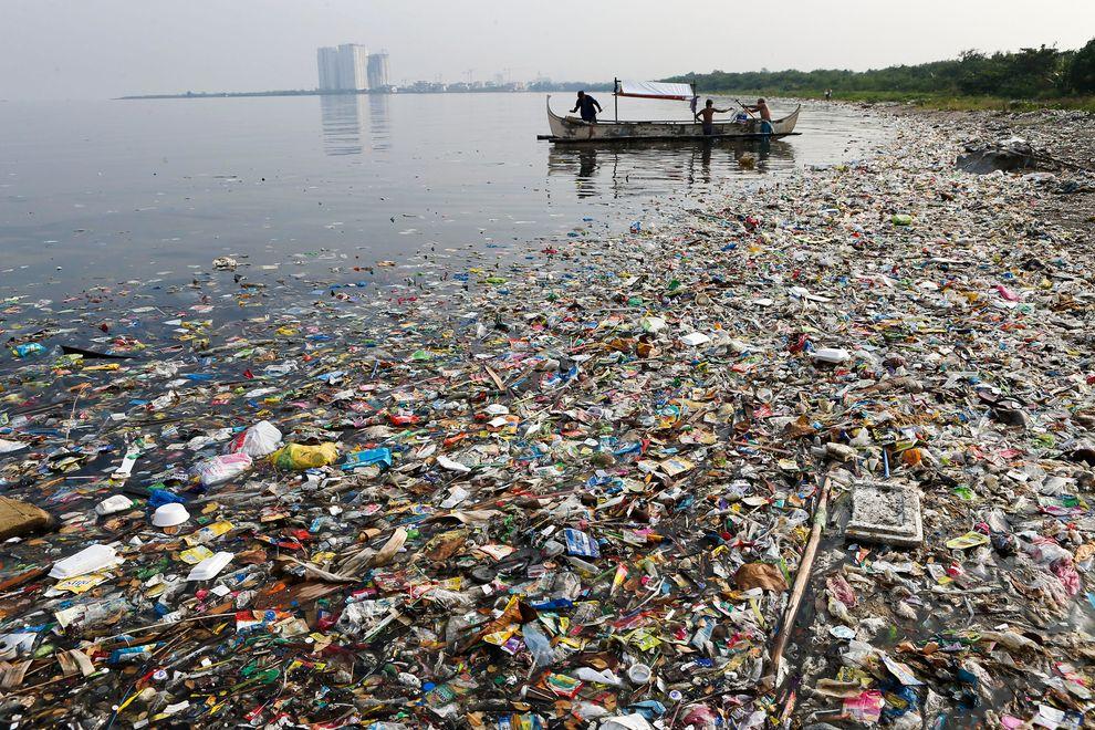 oceans-trash-water-1_80621_990x742.jpg