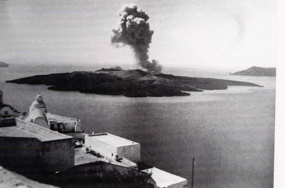 santorini-erupt.jpg