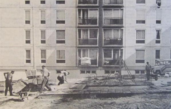 jatszoter_epitese_hajas_imre_utca_pecs_1988.jpg
