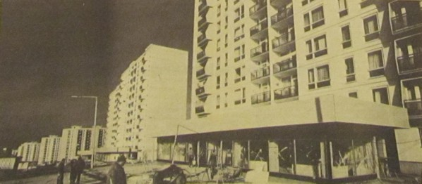 uj_uzleteket_epit_a_BAEV_pecsett_a_sarohin_tabornok_uton_1981_november_598.jpg