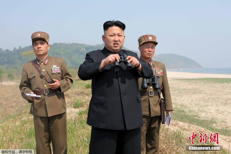 Kim-Dzsong-Un-katonanők-3.jpg
