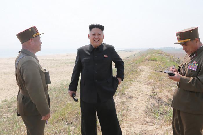 Kim-Dzsong-Un-katonanők-7.jpg