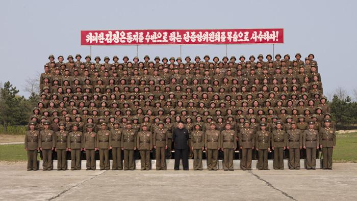 Kim-Dzsong-Un-katonanők-8.jpg