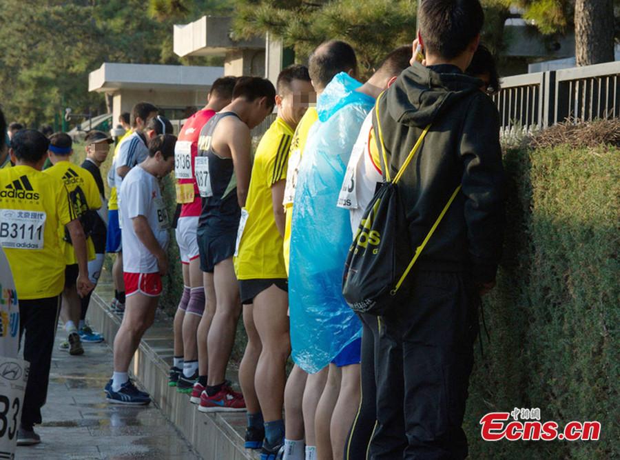 Japanese babe urinating - 1 1