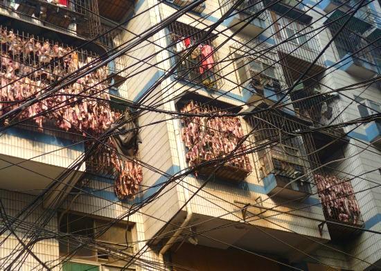 szalonna a kínai erkélyen  kép: pekingikacsa.blog.hu