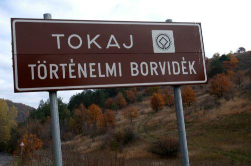 http://m.cdn.blog.hu/pe/penzkerdes/image/tokaj_borvidek.jpg