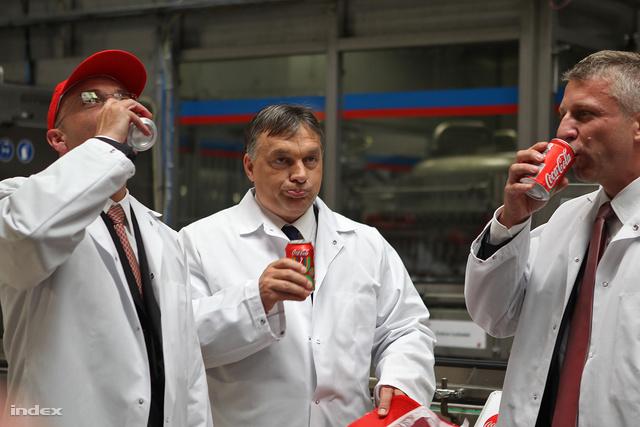 orbán_cola.jpg