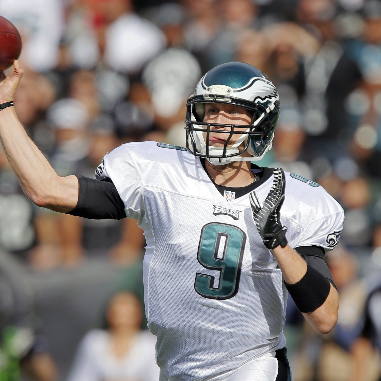 hi-res-186730671-quarterback-nick-foles-of-the-philadelphia-eagles_crop_exact.jpg
